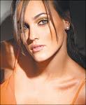 una de las atractivas modelos orientales profesionales