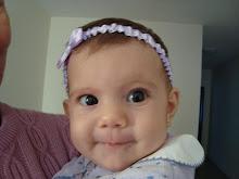 abajo Rebeca recién nacida, arriba a los tres meses