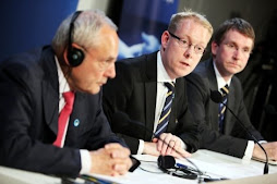 tobías billström el ministro sueco para los refugiados y el comisionado jacques barrot a la cabeza