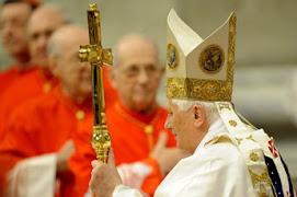durante la primera misa del 2010 Benedicto ha implorado por la Paz y contra el armamentismo