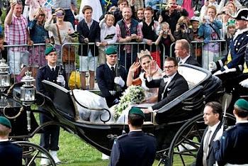Victoria y Daniel que recorrieron el casco viejo de Estocolmo en carroza tirada por caballos