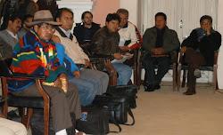 escuchan a un ministro delegados de Potosí en Sucre durante la primera reunión