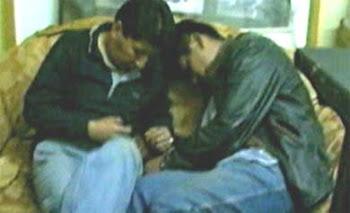 surco borracho durmiendo la mona en una oficina de tránsito