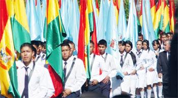 la tricolor boliviana. la celeste blanco cochabambina lucieron en los recientes festejos...