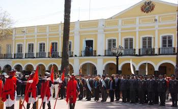 la fachada de la casa de la gobernación de Cochabamba