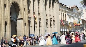 paseando por la plaza 14 de septiembre como hace dos siglos...