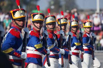 la parada militar de Chile con motivo del bicentenario estuvo enmarcada con símbolos