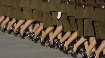pantorrillas de damas policías chilenas desfilando en la gran parada militar
