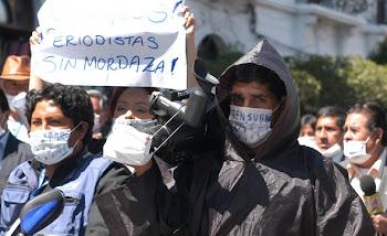 los periodistas en La Paz se organizaron para protestar contra la Ley Mordaza que fue promulgada