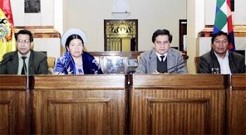este es el tribunal de la inquisición. ellos juzgan y condenan presididos por Coca el secretario .