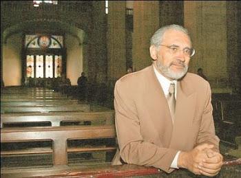 Carlos Mesa católico practicante asiste a misa en las últimas horas donde fue fotografiado