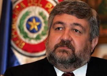 otra vez Evo pasa por bobo y chásete (delator) al afirmar que el canciller paraguayo Lacognata