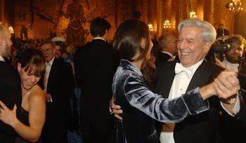 ya casi cerrando los festejos del Nobel vemos a Mario Vargas Llosa bailando
