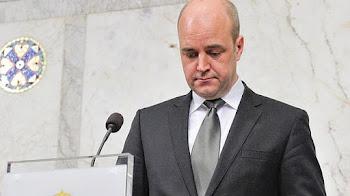 a las primeras declaraciones de Frederik Reinfeldt que sucedieron 19 horas después del terrror