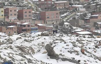 bastaron pocos minutos de una violenta granizada y La Paz quedó anegada