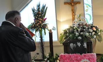 mucha gente acude al velorio de los restos mortales de Franklin Anaya Jefe Nacional del MNR.