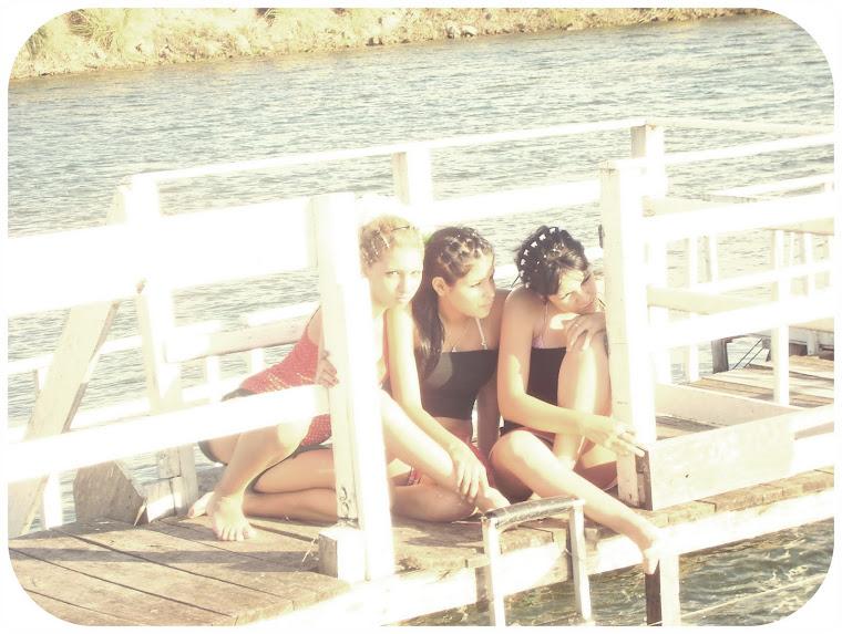 mis dos mejores amigas. ♥