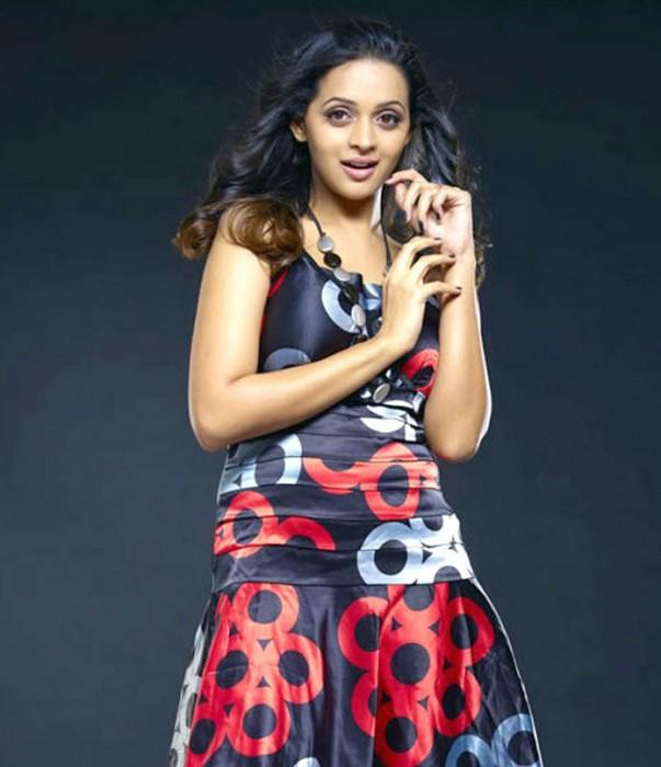 Actress bhavana in beauty hot photo shoot.