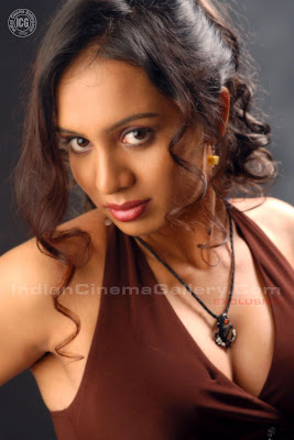 Tamil SxS http://indiancinemagallery.blogspot.com/2009/01/lakshmi-chandrika-model-exclusive-photo.html