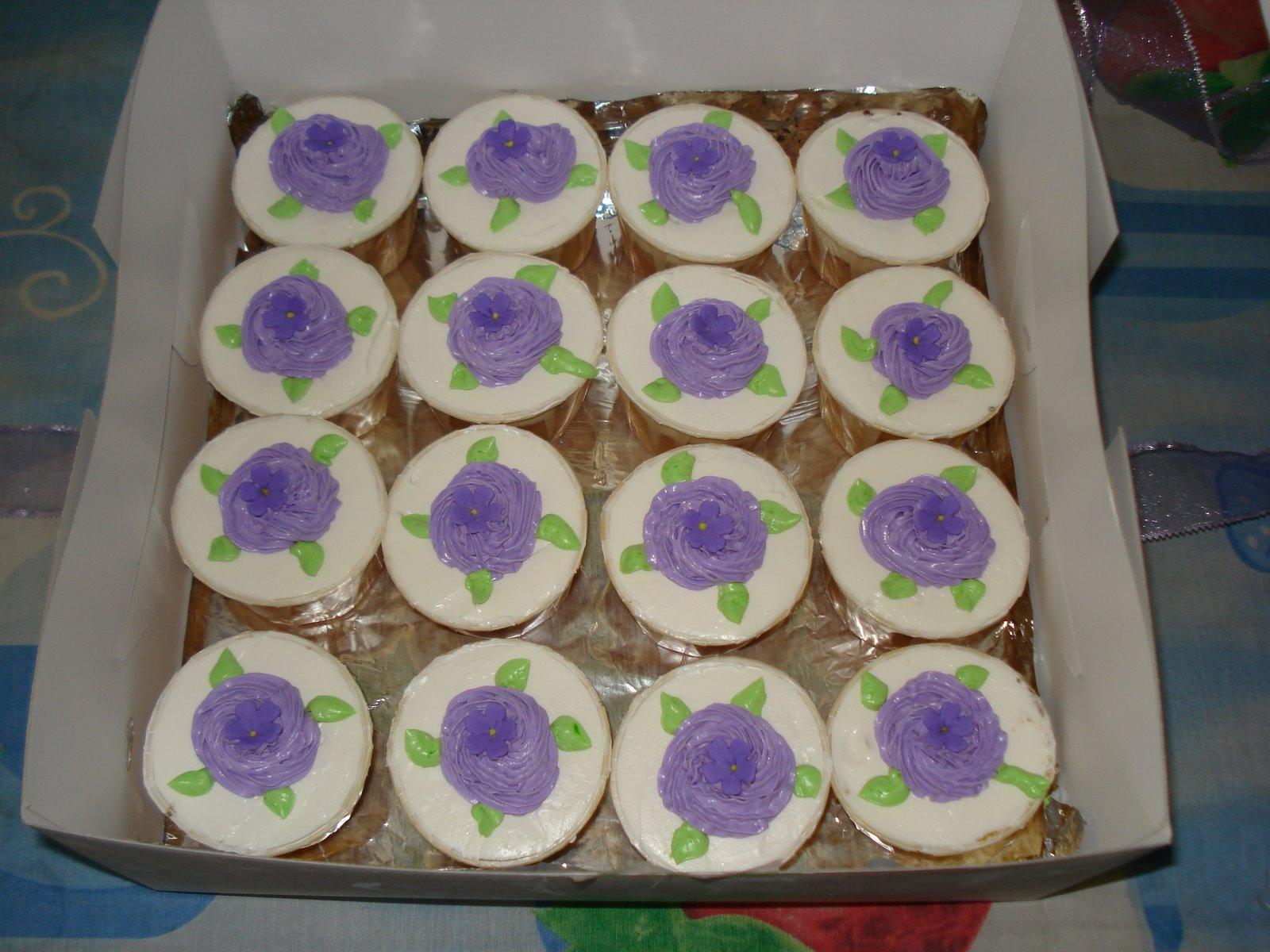 [Cupcakes+Hantaran+Adik+Cik+Tun+Mtnc+001.jpg]