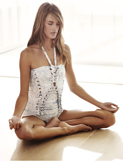 Alessandra Ambrosio: Sexy Yoga
