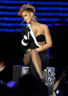 Rihanna Performs at Pepsi Super Bowl Fan Ja
