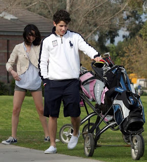 Nick Jonas  Selena Gomez on Nick Jonas And Selena Gomez Golfing On Sunday Afternoon