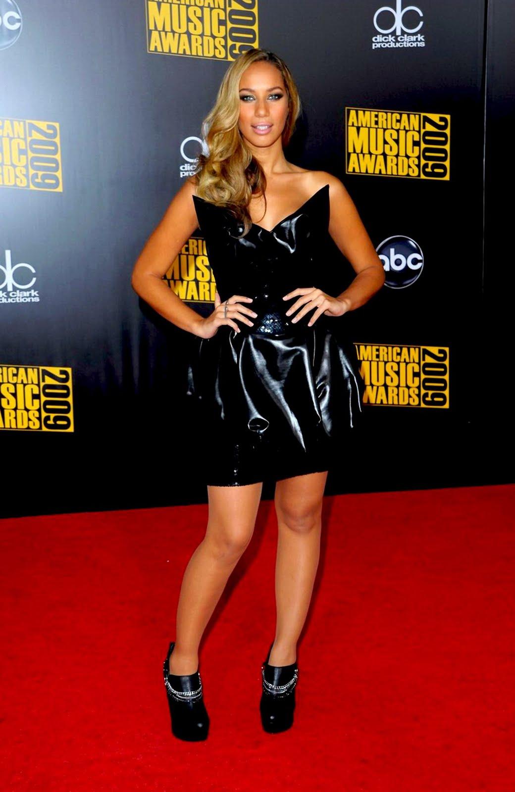 http://2.bp.blogspot.com/_-knQcvB6hEw/Swp12LdJOGI/AAAAAAAAF9A/GJWUZaBFMto/s1600/Leona+Lewis+%40+2009+American+Music+Awards+-+Los+Angeles1.jpg