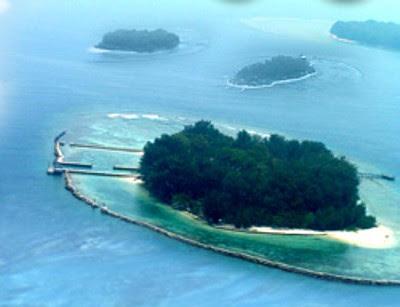 Kehidupan Di Pulau Terluar Indonesia. Berlaku 2 Mata Uang [ www.BlogApaAja.com ]