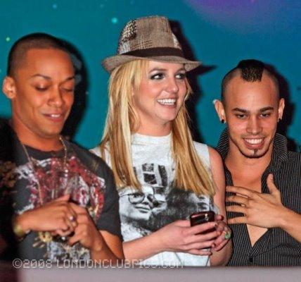britney spears alla discoteca g-a-y di londra: il video