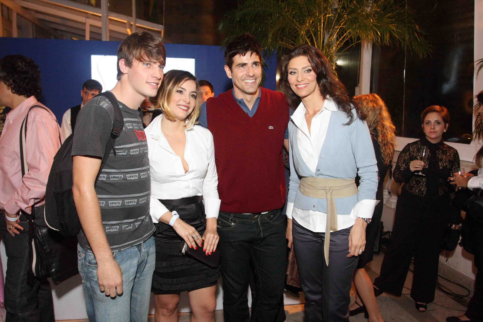 http://2.bp.blogspot.com/_-lNKrOnmlSE/S-xwFRueguI/AAAAAAAAB6k/Cm2UelLSCx8/s1600/Vinicius+Piccoli,+Regiane+Alves,+Reynaldo+Gianecchini+e+Maria+Fernanda+Candido+%283%29.jpg