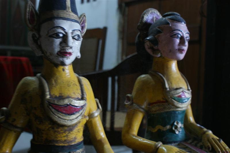 barang antik patung loro blonyo kuno