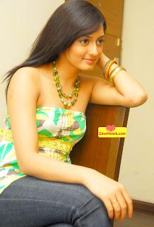 Parvati Vaze Hot Show Photo In Bikini Girl