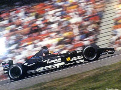 Fernando Alonso, piloto de Formula 1 em Minardi 2001 - inforrock.blogspot.com