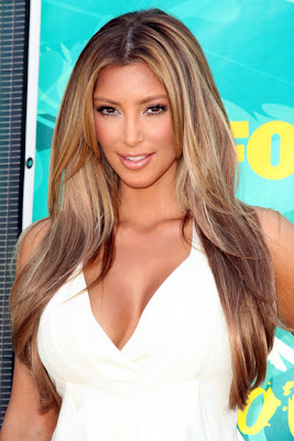 http://2.bp.blogspot.com/_-paYuwZ9umc/SoHKKS4B4SI/AAAAAAAADqg/x_9fEqfQSSk/s400/Kim+Kardashian+Goes+Blonde+at+2009+Teen+Choice+Awards.jpg