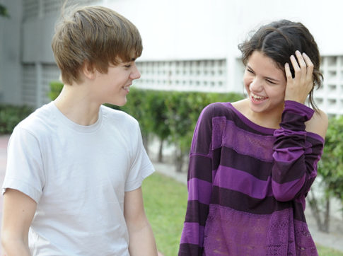 justin bieber and selena gomez new pics 2011. justin bieber and selena gomez