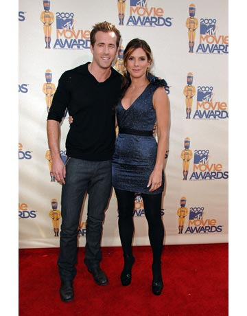 sandra bullock and ryan reynolds relationship status