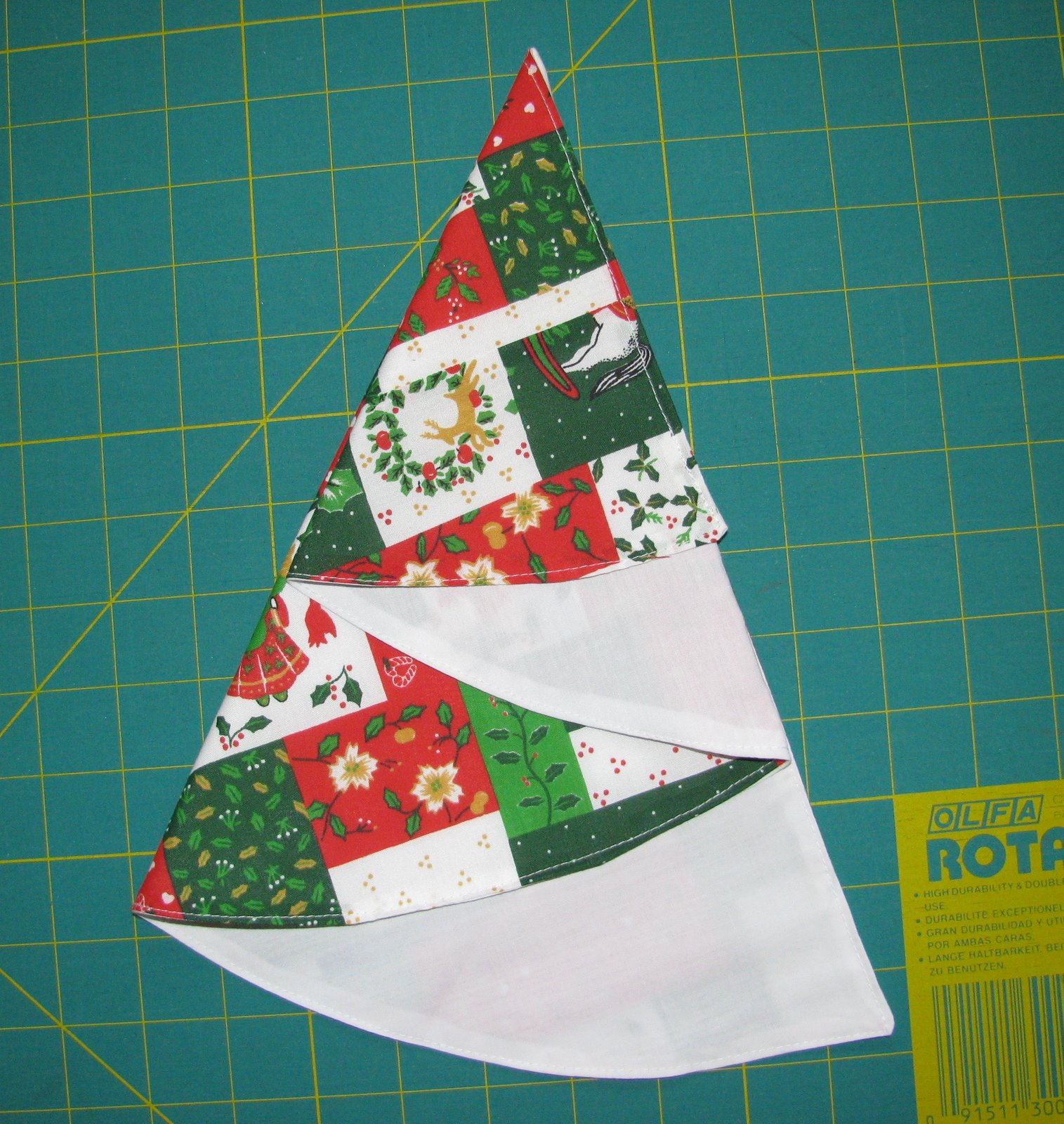 Louisa Quilts: Instructions for Christmas tree table napkin