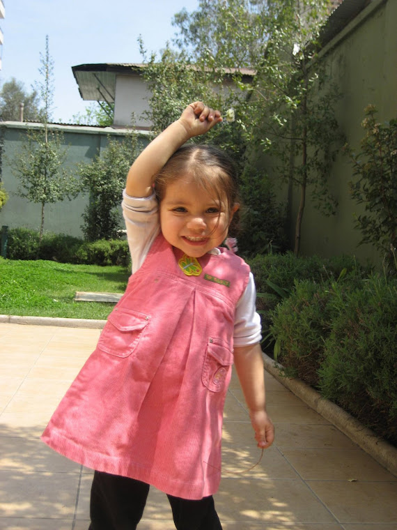 Rafaela haciendo gimnasia