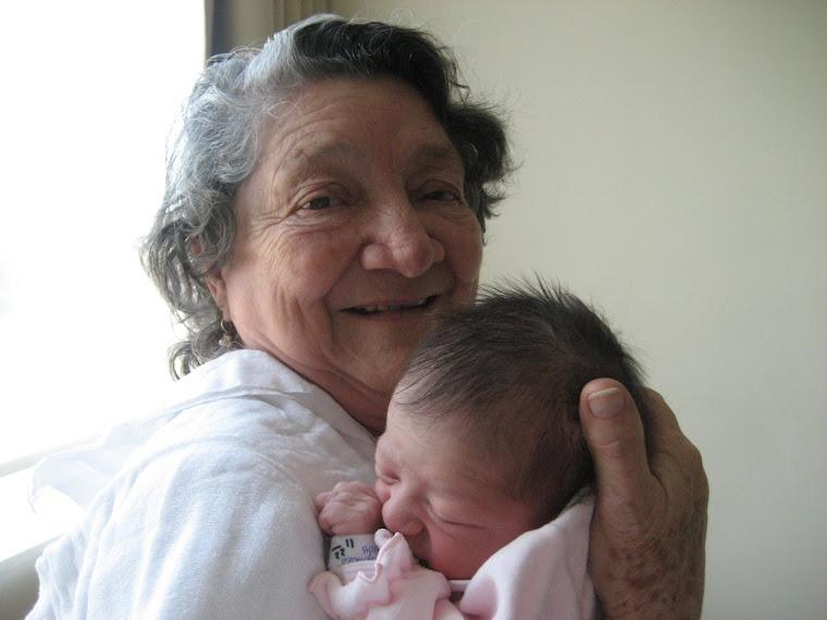 Abuelita Carlota y Elisa