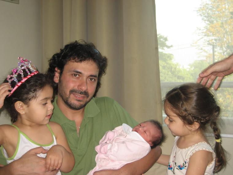 Padre chocho con hijas y sobrina colada