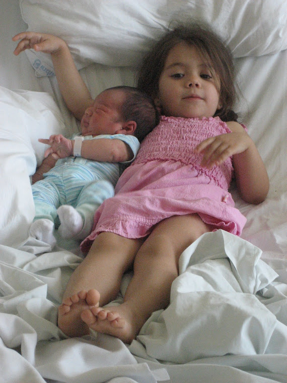 Hermanita y  hermanito