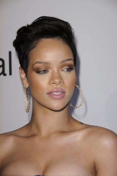 Rihanna trendy Hairstyles in 2009