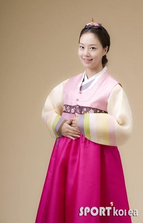 [Moon+Chae+Won+hanbok.jpg]