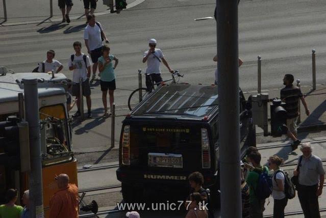 http://2.bp.blogspot.com/_-x7gqq9QJuA/TH3CQtbAd2I/AAAAAAAAQwI/ihn7tN3veBs/s1600/tramway_vs_hummer_11.jpg