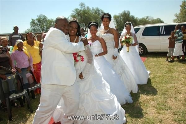 http://2.bp.blogspot.com/_-x7gqq9QJuA/TH9mJlOSFaI/AAAAAAAARZg/omr9WDLTuGE/s1600/unusual_wedding_04.jpg