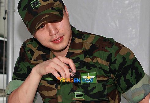 http://2.bp.blogspot.com/_-x7gqq9QJuA/THqzCSsgPhI/AAAAAAAAQho/AqU9mlm7zSU/s1600/army-2.jpg