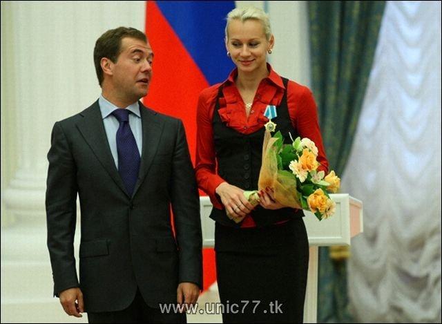 http://2.bp.blogspot.com/_-x7gqq9QJuA/TIBho6eUBFI/AAAAAAAARi4/v9DKk8_S2uE/s1600/russia_president_11.jpg