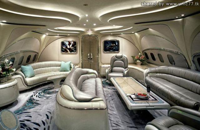 http://2.bp.blogspot.com/_-x7gqq9QJuA/TIHE91Av8OI/AAAAAAAASOY/Iou7T9LTk-k/s1600/interiors_of_the_640_01.jpg
