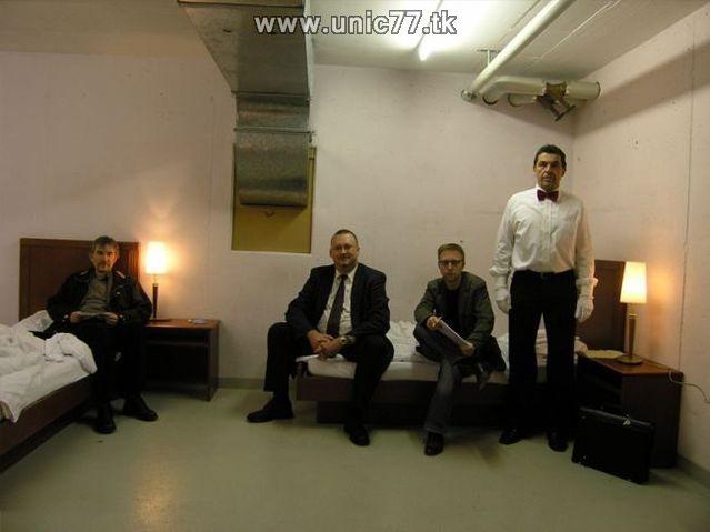 http://2.bp.blogspot.com/_-x7gqq9QJuA/TIYrfsWDhbI/AAAAAAAATV0/0jJq806YySw/s1600/zero_star_hotel_17.jpg
